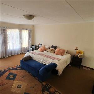 4 bedroom family home to rent in Moreleta Park