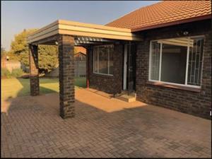 Meenthuis/simpleks te huur, Elarduspark, Pretoria, dadelik beskikbaar