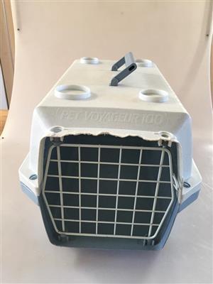 Compact Pet Voyageur100 Plastic  Pet Travel Box - Dimensions:31x48x26cm (Lxwxh)