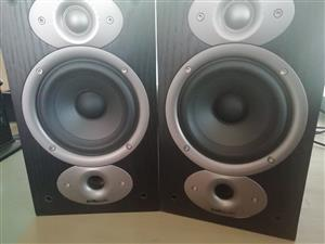 HOME ENTERTAINMENT YAMAHA, B & W, POLK AUDIO SPEAKERS FOR SALE R10 000 NEG
