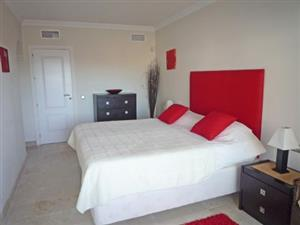 furnished spacious room to let in gardens