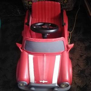 2 mini Coopers ride on te koop battery operated werk 100 %