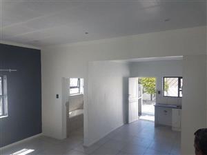 Churchill Estate: enclosed modern 2Bed+Braai,Large Kitchen,Full Tiled flooring,Schools
