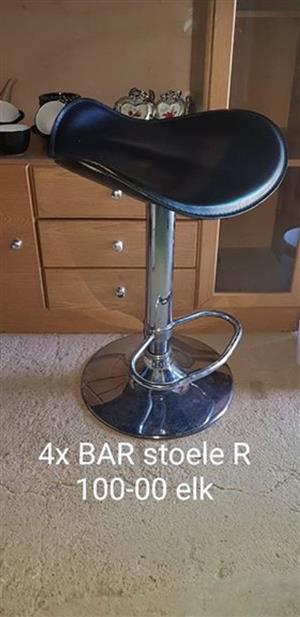4 Bar stoele te koop