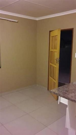 Neat one bedroom apartment available for rent immediately in Germiston, 13Sinclair Ave, Leconsfield court 01/02/2020