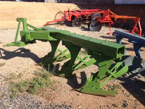 John Deere 3 Furrow Beam Plough / 3 Skaar Balk Ploeg Pre-Owned Implement