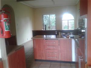 Rooms inside a house for rental in clayville/olifants