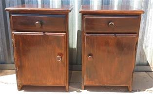 2 Wooden bedside cabinets with drawers
