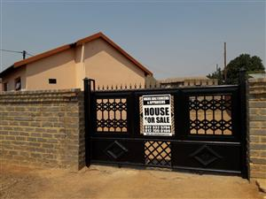 3 BEDROOMS HOUSE FOR SALE SOSHANGUVE GG R360 000.00 CALL Sophy FOR MORE INFO @ 076 081 3571