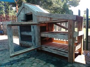 RABBIT OR GUINEA PIG CAGE      2340 LONG X 1640 HIGH X 0.700 WIDE