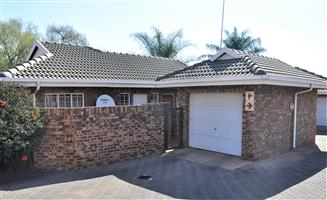Pet-friendly 3-Bedroom Townhouse To Let in Garsfontein Pretoria East