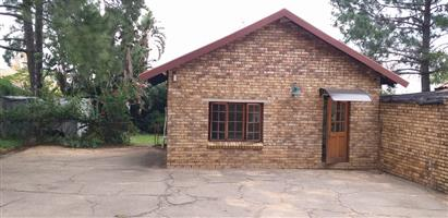 Glen Austin AH. Batchelor's Garden Cottage available on Small holding in Midrand
