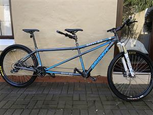 "TANDEM MTB 29"" AVALANCHE ENVY L/S LOW KM'S VERY GOOD CONDITION"