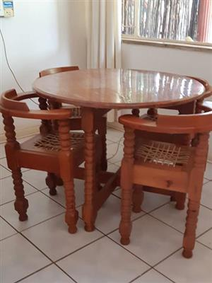 Round wooden table with 4 riempie chairs