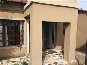 Bedroom available in smart 2 bed roomed Cottage to share in Midrand 0719204107 from 1st January 2020