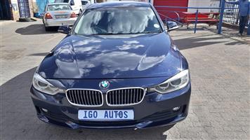2012 BMW 1 Series 320i Luxury auto