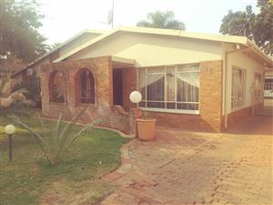 4 bedroom house with swimming pool for sale in Kilnerpark