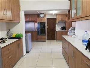 *GOODWOOD ESTATE/MILTON RD: 3BED/2TOILETS/STUNNING MASSIVE KITCHEN/ ENTERTAINMENT ROOM/ENCLOSED