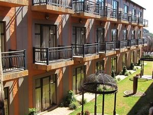 Ultra modern one person flat FOR RENT IN Bains Game Lodge - Bloemfontein - furnished - R4300pm.