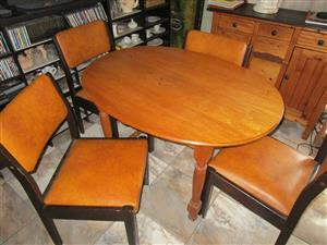 4 SEATER OVAL OAK DINING TABLE WITH 4 CHAIRS FOR SALE.