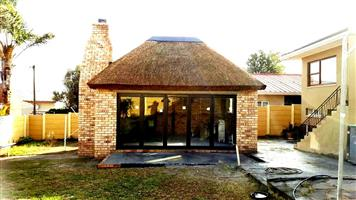 Thatching  ...with Traditional Thatchroofs  -