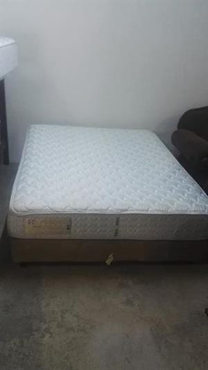 Sealy Posturepedic Queen bed