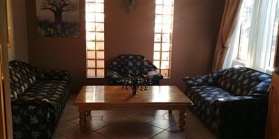 3 Piece lounge set for sale - R2000