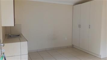 Florida open plan bachelor flat to rent for R3000 1ST MONTH RENT FREE special, BATHROOM AND KITCHEN.