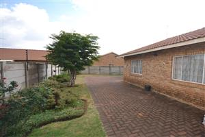 Randfontein Very neat face brick townhouse