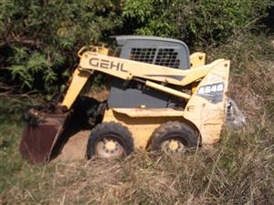 Gehl 4640 skid loader 2007 model without engine, otherwise complete.