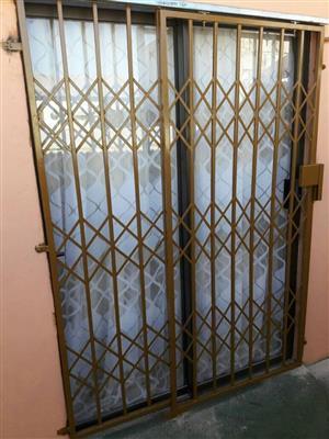Sliding door burglar