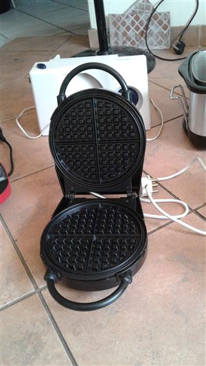 Salton Single Waffle Maker - 750 Watt