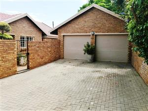 GORGEOUS 3 BEDROOM TOWNHOUSE WITH POOL