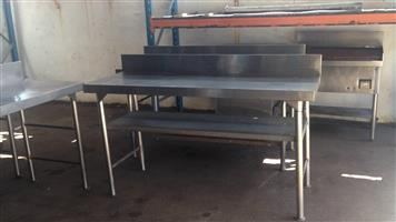 1,68m stainless steel tables
