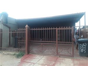 Single Room for rental in Nelmapius Ext 8, Mamelodi East, Xenon Street (Along Solomon Mahlangu Street)