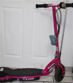 Razor electric scooter with charger S032668A #Rosettenvillepawnshop for sale  Johannesburg - South Rand