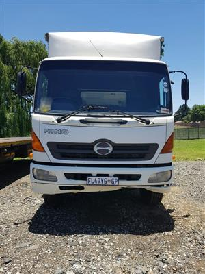 2006 Hino 13-237 Closed Body truck for sale