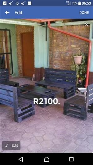 5 Piece dark wooden pallet patio set