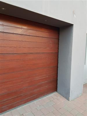 Garagedoor with motor