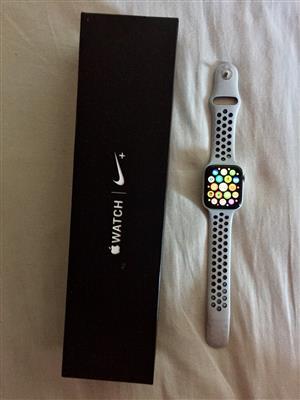 Apple iWatch 44mm Nike + GPS Series 4
