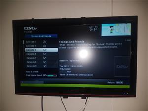 2x 32 inch SINOTEC LCD Tv's