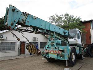 Grove 25 Ton Mobile Crane