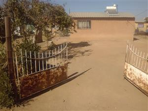 2 bedrooms house in kanana hammanskraal up for sale access to jubilee mall