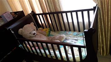 Sleigh cot + compactum + changing tray for sale  Alberton