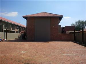 Beautiful 2 bedroom flat to rent in Pretoria North R5700 pm