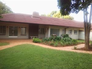 Lovely 4 Bedrooms house in Waterkloof for rent