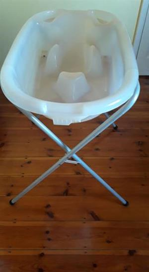 Bath with inserts 0 to 2yrs on stand