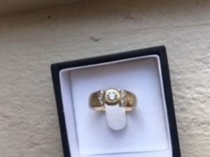 Gold 9ct Diamond ring