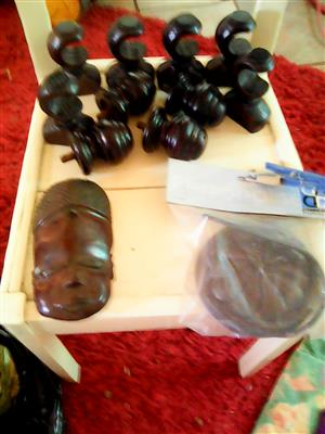MAHOGANY FILIALS AND SECURING HOOKS PLUS MATCHING SMALL AFRICAN MASK