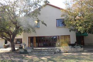 BAPSFONTEIN(NEST PARK)LOO HERE!! 2.9 Ha! DOUBLE STOREY HOME-9 BED ROOMS! 5 BATHROOMS- ONLY R2.75 Mil
